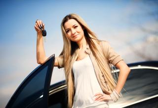 lady holding a car key